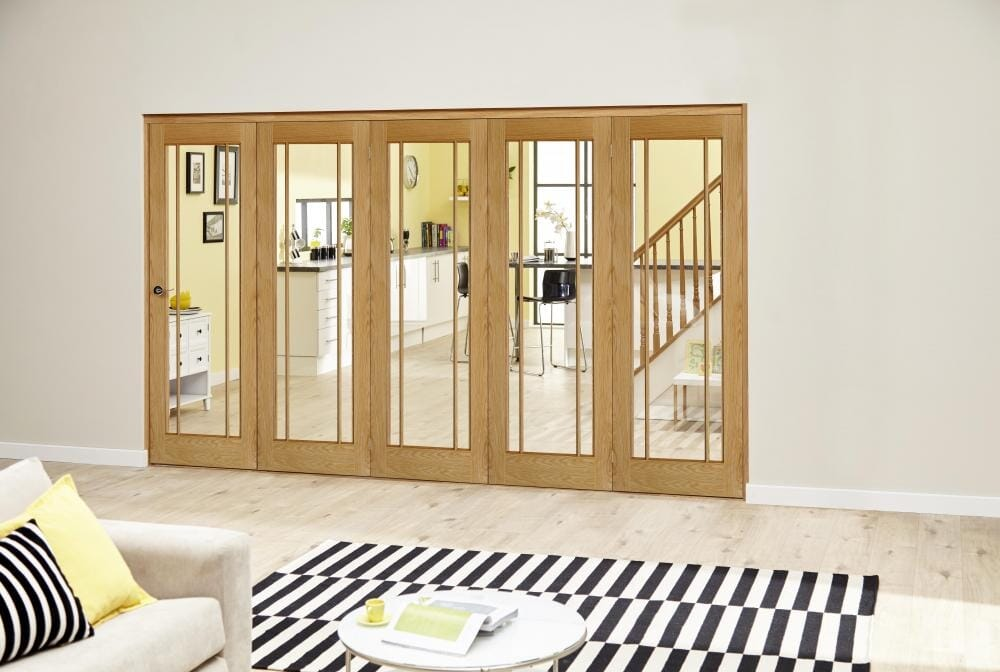 Prefinished Worcester Oak Roomfold Deluxe - Clear Glass Image