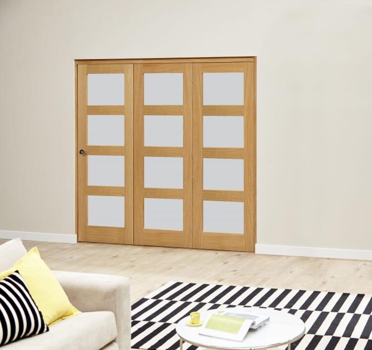 Oak 4l Shaker Glazed Roomfold Deluxe (3 X 610mm Doors) Image